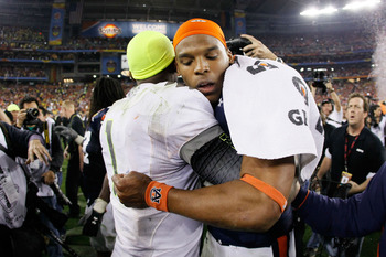 GLENDALE, AZ - JANUARY 10:  Darron Thomas #1 of the Oregon Ducks hugs Cameron Newton #2 of the Auburn Tigers after the Tigers defeated the Ducks 22 to 19 in the Tostitos BCS National Championship Game at University of Phoenix Stadium on January 10, 2011 i