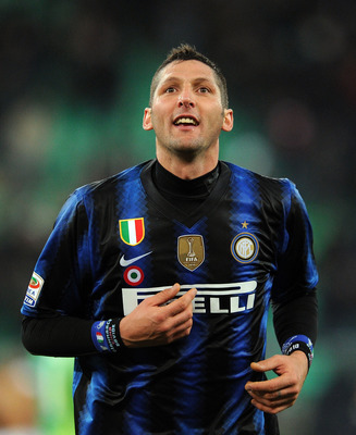 BARI, ITALY - FEBRUARY 03:  Marco Materazzi of Inter celebrates the victory after the Serie A match between AS Bari and FC Intenazionale Milano at Stadio San Nicola on February 3, 2011 in Bari, Italy.  (Photo by Giuseppe Bellini/Getty Images)