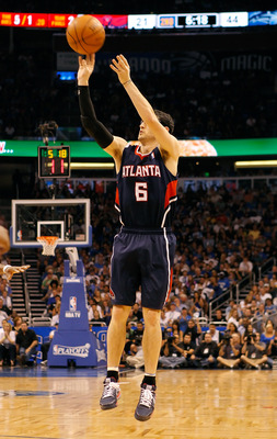 ORLANDO, FL - APRIL 26:  Kirk Hinrich #6 of the Atlanta Hawks shoots against the Orlando Magic during Game Five of the Eastern Conference Quarterfinals of the 2011 NBA Playoffs on April 26, 2011 at the Amway Arena in Orlando, Florida.  NOTE TO USER: User