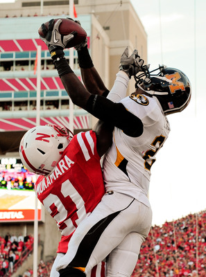 LINCOLN, NE - OCTOBER 30: Cornerback Prince Amukamara #21 of the Nebraska Cornhuskers breaks up a intended for wide receiver L'Damian Washington #2 of the Missouri Tigers during second half action of their game at Memorial Stadium on October 30, 2010 in L