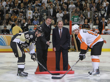 PITTSBURGH - OCTOBER 07:  Team owner Mario Lemieux of the Pittsburgh Penguins drops the puck between Sidney Crosby #87 of the Penguins and Mike Richards #18 of the Philadelphia Flyers as NHL commissioner Gary Bettman looks on prior to the arena opening ga