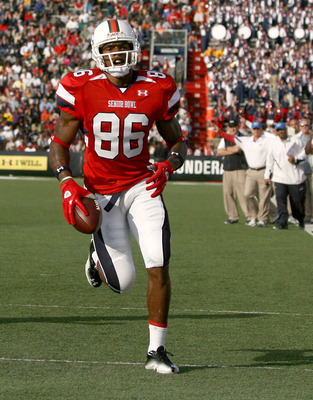 MOBILE, AL - JANUARY 29: Wide receiver Leonard Hankerson #86 South Team scores a touchdwon against the North Team during the second quarter of the Under Armour Senior Bowl on January 29, 2011 at Ladd-Pebbles Stadium in Mobile, Alabama.  (Photo by Sean Gar