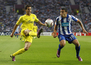 PORTO, PORTUGAL - APRIL 28: Nilmar da Silva of Villarreal duels for the ball with  Nicolas Otamendi of FC Porto during the UEFA Europa League semi final first leg match between FC Porto and Villarreal at Estadio do Dragao on April 28, 2011 in Porto, Portu