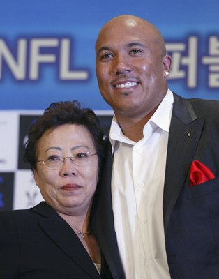 SEOUL, SOUTH KOREA - APRIL 11: Hines Ward of the Pittsburgh Steelers and his mother Kim Young-Hee attend their farewell news conference on April 11, 2006 in Seoul, South Korea. South Korea gave the American football star, who left the country as a toddler