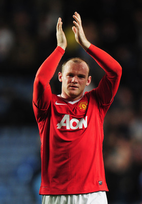LONDON, ENGLAND - APRIL 06:  Wayne Rooney of Manchester United applauds the travelling fans after victory duringthe UEFA Champions League quarter final first leg match between Chelsea and Manchester United at Stamford Bridge on April 6, 2011 in London, En