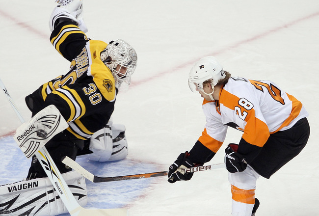 BOSTON, MA - JANUARY 13:  Tim Thomas #30 of the Boston Bruins stops a shot by Claude Giroux #28 of the Philadelphia Flyers on January 11, 2011 at the TD Garden in Boston, Massachusetts.  (Photo by Elsa/Getty Images)