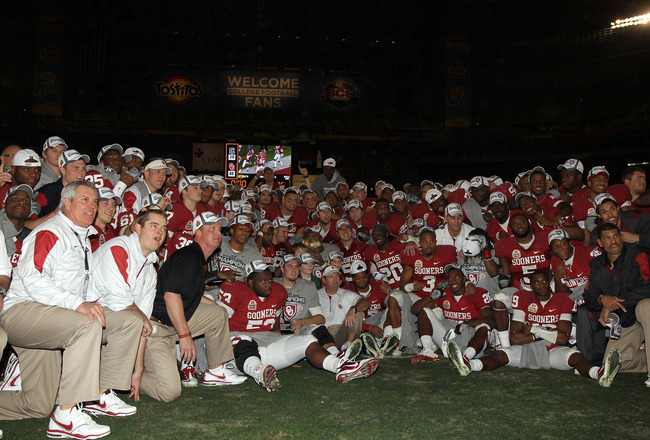 GLENDALE, AZ - JANUARY 01:  Oklahoma Sooners celebrate their 48-20 victory against the Connecticut Huskies in the Tostitos Fiesta Bowl at the Universtity of Phoenix Stadium on January 1, 2011 in Glendale, Arizona.  (Photo by Ronald Martinez/Getty Images)