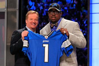 NEW YORK, NY - APRIL 28:  NFL Commissioner Roger Goodell poses for a photo with Nick Fairley, #13 overall pick by the Detriot Lions, during the 2011 NFL Draft at Radio City Music Hall on April 28, 2011 in New York City.  (Photo by Chris Trotman/Getty Imag