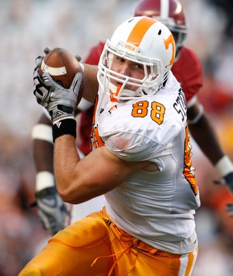 TUSCALOOSA, AL - OCTOBER 24:  Luke Stocker #88 of the Tennessee Volunteers against the Alabama Crimson Tide at Bryant-Denny Stadium on October 24, 2009 in Tuscaloosa, Alabama.  (Photo by Kevin C. Cox/Getty Images)