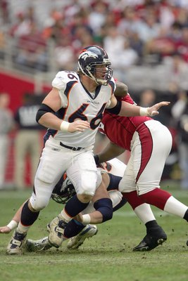 GLENDALE, AZ - DECEMBER 17: Tom Nalen #66 of the Denver Broncos moves on the field during the game against the Arizona Cardinals on December 17, 2006 at University of Phoenix Stadium in Glendale, Arizona. The Broncos won 37-20. (Photo by Stephen Dunn/Gett