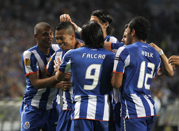 PORTO, PORTUGAL - APRIL 28:  Fredy Guarin (2nd L) of FC Porto celebrates with team mates after scoring his side second goal during the UEFA Europa League semi final first leg match between FC Porto and Villarreal at Estadio do Dragao on April 28, 2011 in