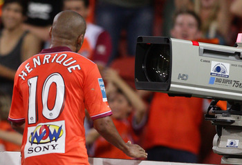 BRISBANE, AUSTRALIA - FEBRUARY 26:  Henrique of the Roar screams down the tv camera as he celebrates scoring the match winning goal during the A-League major semi final match between the Brisbane Roar and the Central Coast Mariners at Suncorp Stadium on F