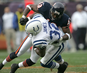 CHICAGO - NOVEMBER 21:  Mike Green #43 of the Chicago Bears tackles Edgerrin James #32 of the Indianapolis Colts on November 21, 2004 at Soldier Field in Chicago, Illinois.  (Photo by Jonathan Daniel/Getty Images)