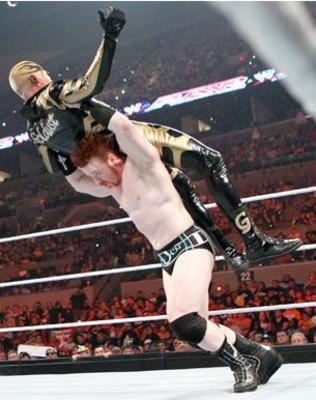 Sheamus-threw-down-the-goldust_display_image_display_image