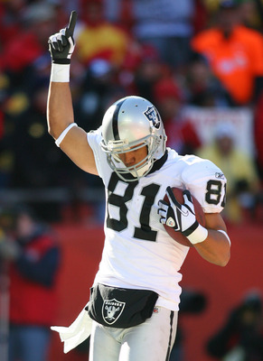 KANSAS CITY, MO - JANUARY 02:  Wide receiver Chaz Schilens #81 of the Oakland Raiders celebrates after a touchdown in a game against the Kansas City Chiefs at Arrowhead Stadium on January 2, 2011 in Kansas City, Missouri.  (Photo by Tim Umphrey/Getty Imag
