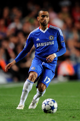LONDON, ENGLAND - APRIL 06:  Jose Bosingwa of Chelsea runs with the ball during the UEFA Champions League quarter final first leg match between Chelsea and Manchester United at Stamford Bridge on April 6, 2011 in London, England.  (Photo by Mike Hewitt/Ge