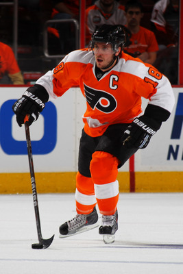 PHILADELPHIA, PA - APRIL 22:  Mike Richards #18 of the Philadelphia Flyers controls the puck against the Buffalo Sabres in Game Five of the Eastern Conference Quarterfinals during the 2011 NHL Stanley Cup Playoffs at Wells Fargo Center on April 22, 2011 i