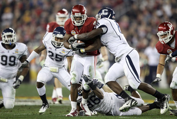 GLENDALE, AZ - JANUARY 01:  DeMarco Murray #7 of the Oklahoma Sooners runs the ball as he is hit bu Lawrence Wilson #8 of the Connecticut Huskies in the second quarter during the Tostitos Fiesta Bowl at the Universtity of Phoenix Stadium on January 1, 201