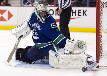 VANCOUVER, CANADA - APRIL 28: Goalie Roberto Luongo #1 of the Vancouver Canucks makes a pad save against the Nashville Predators during the third period in Game One of the Western Conference Semifinals during the 2011 NHL Stanley Cup Playoffs on April 28,