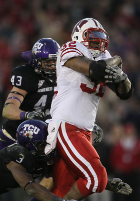 PASADENA, CA - JANUARY 01:  Running back John Clay #32 of the Wisconsin Badgers rushes with the ball against the TCU Horned Frogs during the 97th Rose Bowl game on January 1, 2011 in Pasadena, California.  (Photo by Jeff Gross/Getty Images)