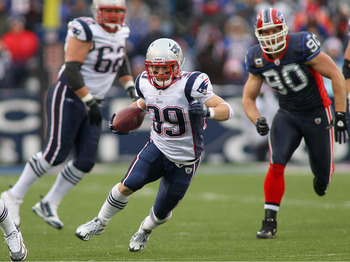 ORCHARD PARK, NY - DECEMBER 26:  Danny Woodhead #39 of the New England Patriots runs against the Buffalo Bills  at Ralph Wilson Stadium on December 26, 2010 in Orchard Park, New York. New England won 34-3. (Photo by Rick Stewart/Getty Images)