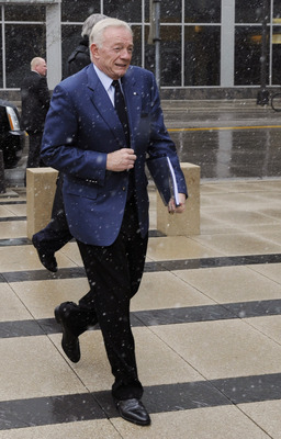 MINNEAPOLIS, MN - APRIL 20: NFL owners Jerry Jones of the Dallas Cowboys arrives for court ordered mediation at the U.S. Courthouse on April 20, 2011 in Minneapolis, Minnesota. Mediation was order after a hearing on an antitrust lawsuit filed by NFL playe