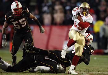 COLLEGE PARK, MD - NOVEMBER 22:  Carlton Jones #33 of the Florida State Seminoles runs the ball past Adrian Moten #54 of the Maryland Terrapins on November 22, 2008 at Byrd Stadium in College Park, Maryland.  (Photo by Jim McIsaac/Getty Images)