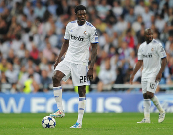 MADRID, SPAIN - APRIL 27:  Emmanuel Adebayor (L) of Real Madrid stands dejected backdropped by his teammate Lassana Diarra after conceding a goal during the UEFA Champions League Semi Final first leg match between Real Madrid and Barcelona at the Estadio