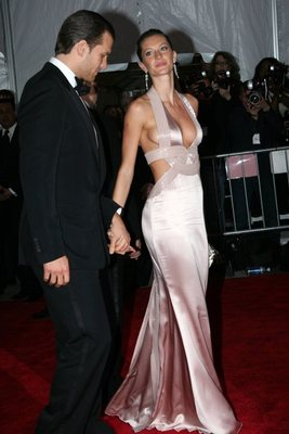 Gisele-and-tom_display_image