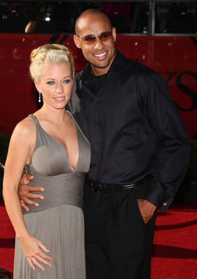 LOS ANGELES, CA - JULY 15:  Model/actress Kendra Wilkinson (L) and Hank Baskett of the Philidelphia Eagles arrive at the 2009 ESPY Awards held at Nokia Theatre LA Live on July 15, 2009 in Los Angeles, California. The 17th annual ESPYs will air on Sunday,