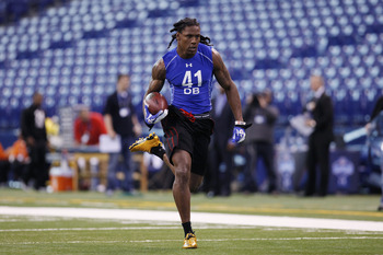 INDIANAPOLIS, IN - MARCH 1: Defensive back Robert Sands #41 of West Virginia runs with the football during the 2011 NFL Scouting Combine at Lucas Oil Stadium on February 28, 2011 in Indianapolis, Indiana. (Photo by Joe Robbins/Getty Images)