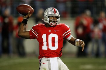 COLUMBUS, OH - NOVEMBER 18:  Quarterback Troy Smith #10 of the Ohio State Buckeyes throws a pass against the Michigan Wolverines on November 18, 2006 at Ohio Stadium in Columbus, Ohio.  Ohio State won 42-39.  (Photo by Gregory Shamus/Getty Images)