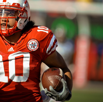 LINCOLN, NE - OCTOBER 30: Running back Roy Helu Jr. #10 of the Nebraska Cornhuskers break a long run against the Missouri Tigers during second half action of their game at Memorial Stadium on October 30, 2010 in Lincoln, Nebraska. Nebraska Defeated Missou