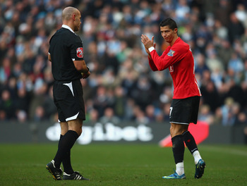 MANCHESTER, UNITED KINGDOM - NOVEMBER 30:  Cristiano Ronaldo of Manchester United applauds Referee Howard Webb during the Barclays Premier League match between Manchester City and Manchester United at The City of Manchester Stadium on November 30, 2008 in