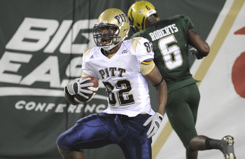 TAMPA, FL - OCTOBER 2:  Wide receiver Jonathan Baldwin #82 of the Pittsburgh Panthers grabs a pass for a touchdown against the University of South Florida Bulls at Raymond James Stadium on October 2, 2008 in Tampa, Florida.  (Photo by Al Messerschmidt/Get