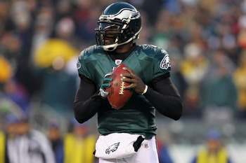 PHILADELPHIA, PA - JANUARY 09:  Michael Vick #7 of the Philadelphia Eagles scrambles against the Green Bay Packers during the 2011 NFC wild card playoff game at Lincoln Financial Field on January 9, 2011 in Philadelphia, Pennsylvania.  (Photo by Al Bello/