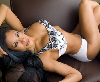 She has feuded with many diva's including Michelle McCool, Beth Phoenix and ...