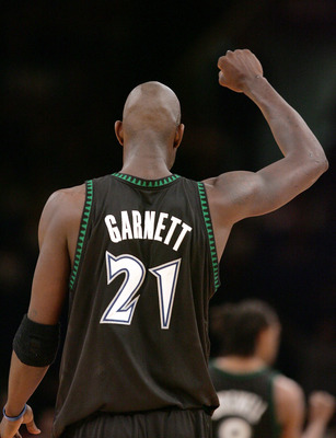 NEW YORK - DECEMBER 29:  Kevin Garnett #21 of the Minnesota Timberwolves pumps his fist after a teammate scores against the New York Knicks on December 29, 2004 at Madison Square Garden in New York City.  NOTE TO USER:  User expressly acknowledges and agr