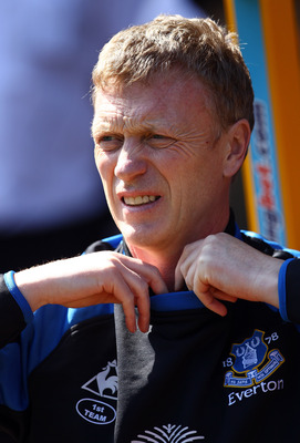 WOLVERHAMPTON, ENGLAND - APRIL 09:  Everton manager David Moyes looks on during the Barclays Premier League match between Wolverhampton Wanderers and Everton at Molineux on April 9, 2011 in Wolverhampton, England.  (Photo by Richard Heathcote/Getty Images