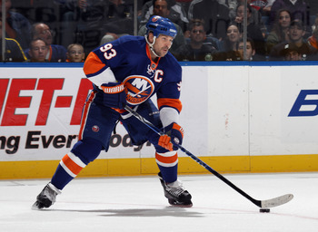 UNIONDALE, NY - OCTOBER 29:  Doug Weight #93 of the New York Islanders skates against the Montreal Canadiens at the Nassau Coliseum on October 29, 2010 in Uniondale, New York.  (Photo by Bruce Bennett/Getty Images)