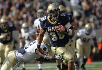 EAST RUTHERFORD, NJ - OCTOBER 23: Alexander Teich #39 of the Navy Midshipmen rushes past the tackle of Darrin Walls #2 of the Notre Dame Fighting Irish at New Meadowlands Stadium on October 23, 2010 in East Rutherford, New Jersey.  (Photo by Nick Laham/Ge