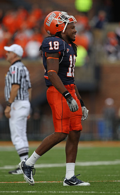 CHAMPAIGN, IL - OCTOBER 02: Nate Bussey #18 of the Illinois Fighting Illini waits during a replay time-out against the Ohio State Buckeyes at Memorial Stadium on October 2, 2010 in Champaign, Illinois. Ohio State defeated Illinois 24-13. (Photo by Jonatha