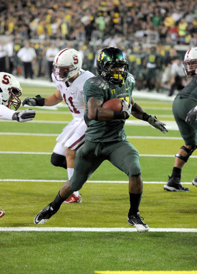 EUGENE, OR - OCTOBER 2: Running back LaMichael James #21 of the Oregon Ducks breaks in to the end zone for a touchdown in the third quarter of the game against the Stanford Cardinal at Autzen Stadium on October 2, 2010 in Eugene, Oregon. James ran for 257