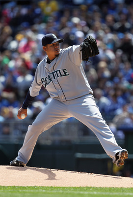 KANSAS CITY, MO - APRIL 16:  Starting pitcher Felix Hernandez #34 of the Seattle Mariners pitches during the game against the Kansas City Royals on April 16, 2011 at Kauffman Stadium in Kansas City, Missouri.  (Photo by Jamie Squire/Getty Images)