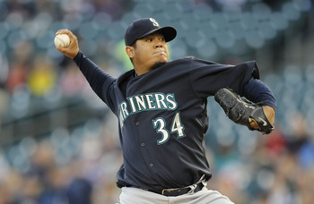 DETROIT - APRIL 26:  Felix Hernandez #34 of the Seattle Mariners pitches in the third inning of the game against the Detroit Tigers at Comerica Park on April 26, 2011 in Detroit, Michigan.  (Photo by Leon Halip/Getty Images)