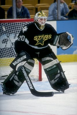 14 Nov 1998:  Goallie Ed Belfour #20 of the Dallas Stars waits for the puck during the game against the Boston Bruins at the Fleet Center in Boston, Massachusetts. The Stars defeated the Bruins 3-1. Mandatory Credit: Steve Babineau  /Allsport