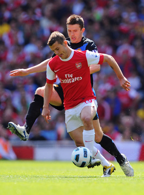 LONDON, ENGLAND - MAY 01:  Jack Wilshere of Arsenal holds off Michael Carrick of Manchester United during the Barclays Premier League match between Arsenal and Manchester United at the Emirates Stadium on May 1, 2011 in London, England.  (Photo by Mike He