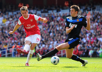 LONDON, ENGLAND - MAY 01:  Aaron Ramsey of Arsenal shoots past Michael Carrick of MAnchester United to score their first goal during the Barclays Premier League match between Arsenal and Manchester United at the Emirates Stadium on May 1, 2011 in London,