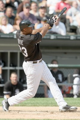 CHICAGO - JUNE 8:  Jermaine Dye #23 of the Chicago White Sox swings at the pitch against the Detroit Tigers at U.S. Cellular Field on June 8, 2009 in Chicago, Illinois. (Photo by Jonathan Daniel/Getty Images)