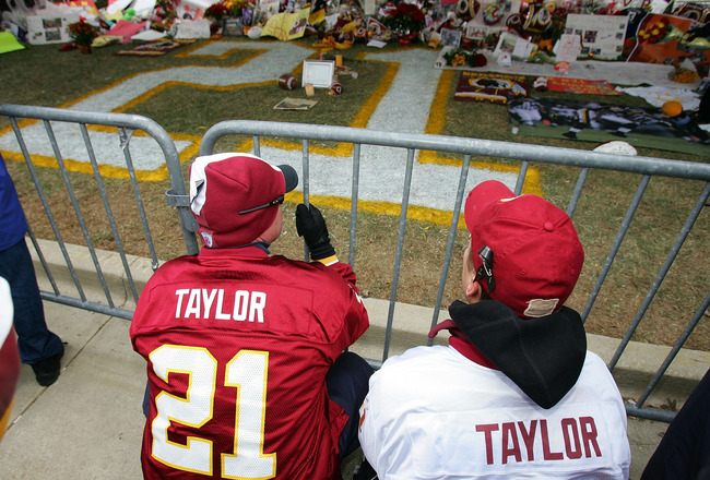 LANDOVER, MD - DECEMBER 02:  Fans of the Washington Redskins pay thier respects at the memorial for the late Sean Taylor before the game against the Buffalo Bills on December 2, 2007 at FedEx Field in Landover, Maryland. Taylor died November 27, a day aft